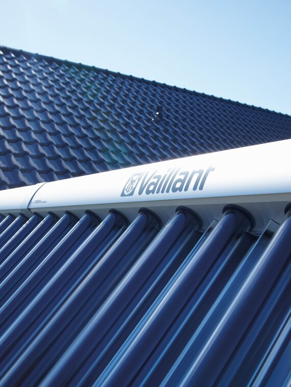 //www.vaillant.info/media-master/global-media/vaillant/product-pictures/scene/solar12-3478-01-38614-format-3-4@570@desktop.jpg